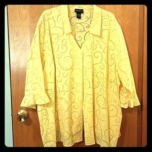 Yellow v-neck swirl design 3/4 length sleeve shirt